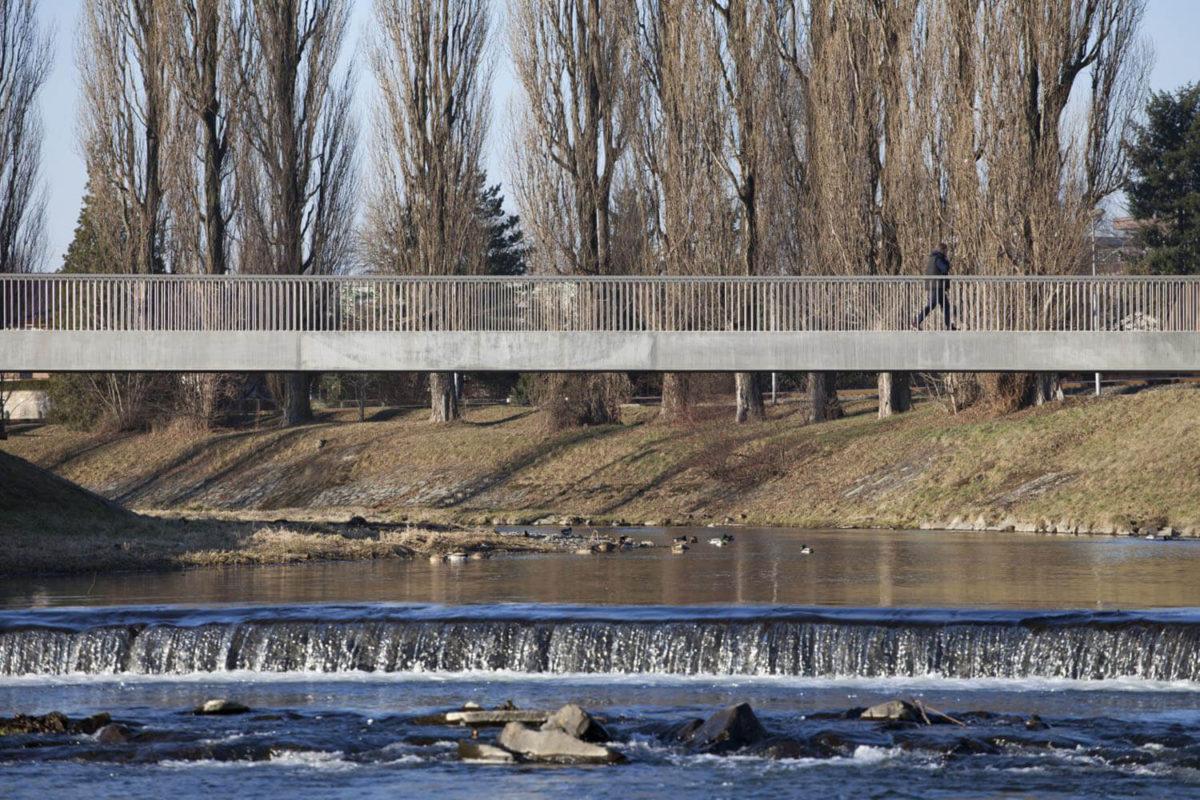 Lávka přes řeku Lubinu